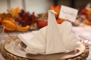 Tutorial: Hoe vouwt u papier en doek servetten + 30 plooien