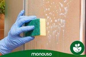 Hoe maak je het douchescherm schoon om het als nieuw te maken?